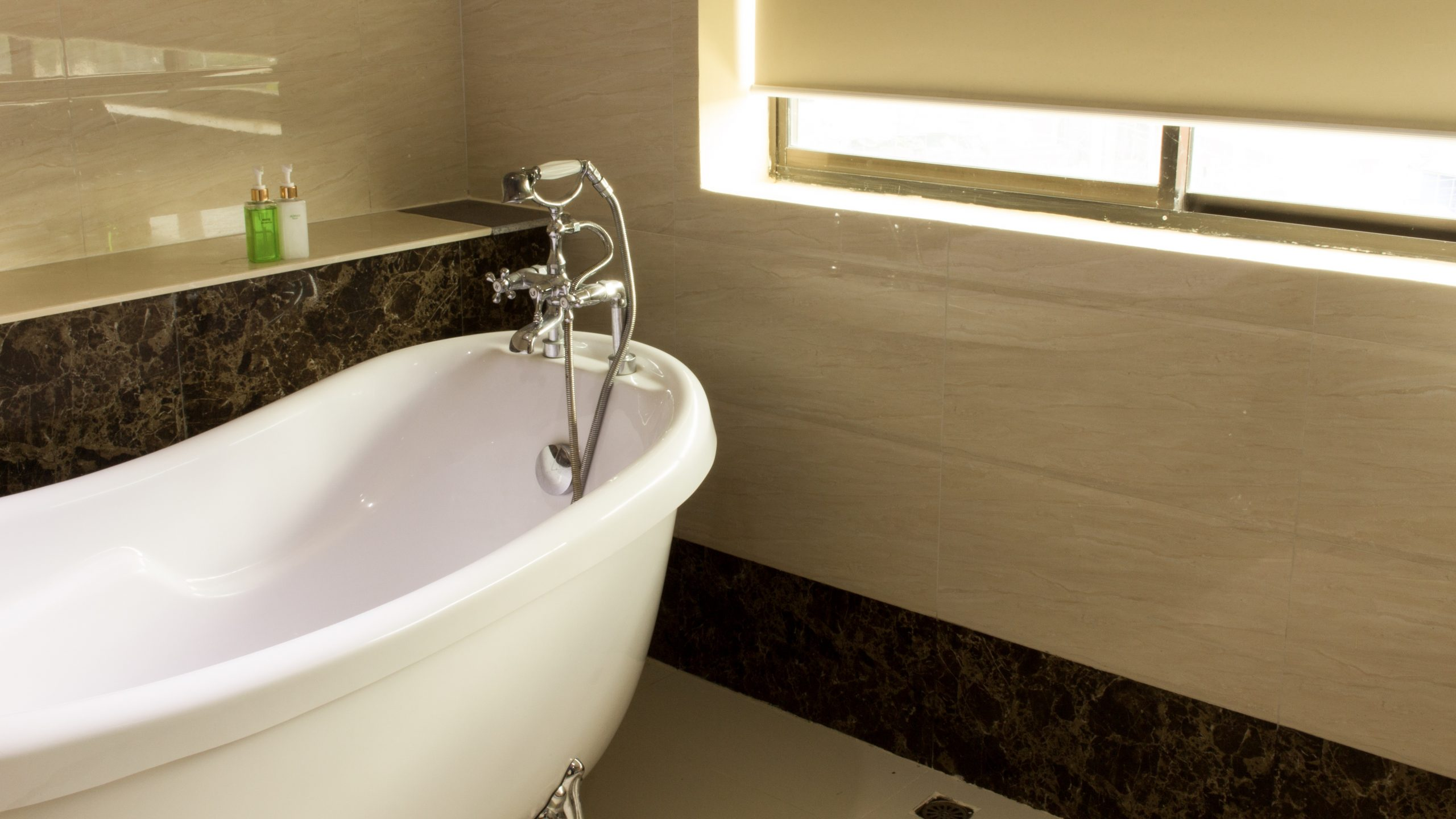 5 Benefits of an Acrylic Bathroom System